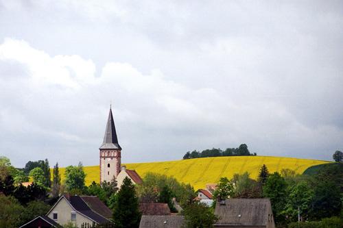 Die Kirche im Ort